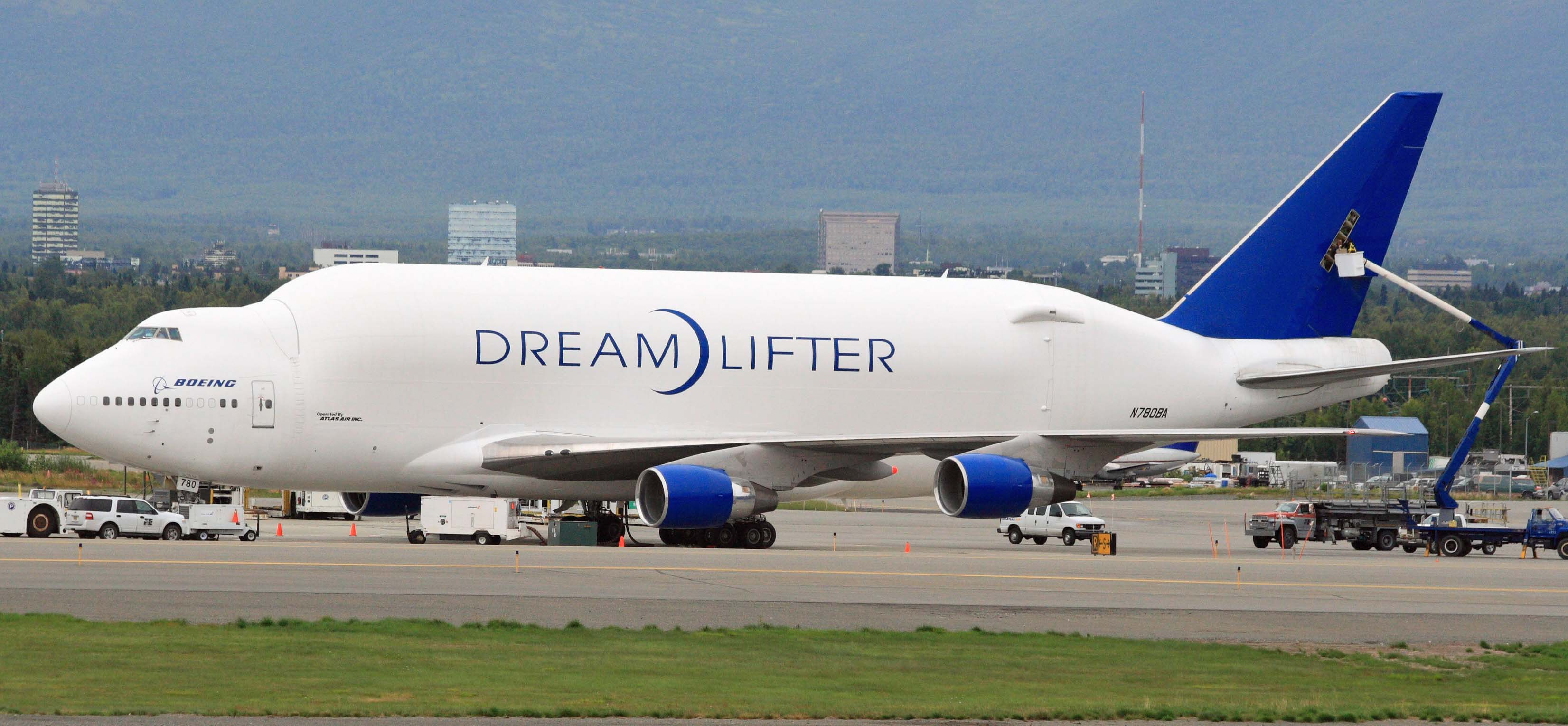Atlas_Air_747_Dreamlifter_at_ANC_(6334752939)