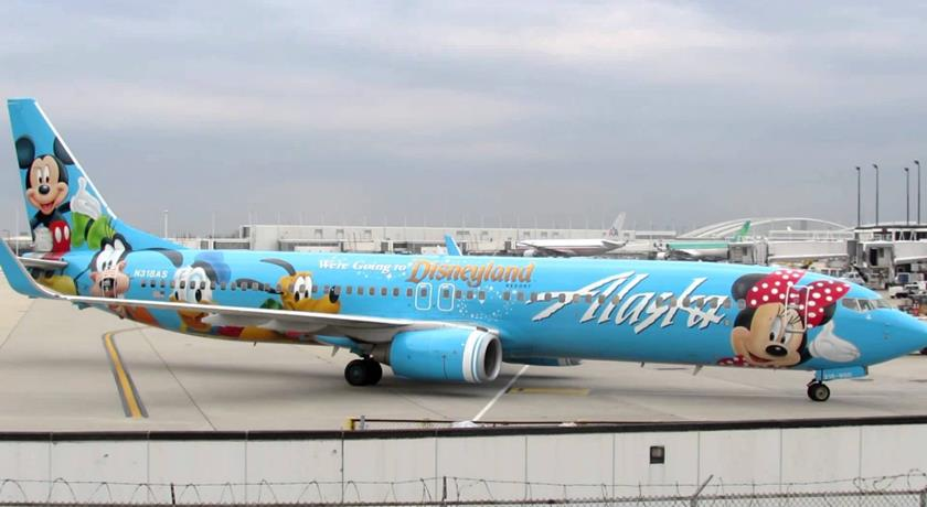 22Spirit-of-Disneyland®-II22-Alaska-Airlines-Boeing-739-taxies-to-Gate-L1-OHare-Intl-10.25.2012- (Copy)